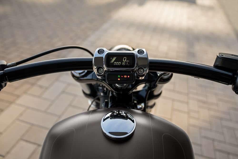 harley-davidson-breakout-114-bike_feature5