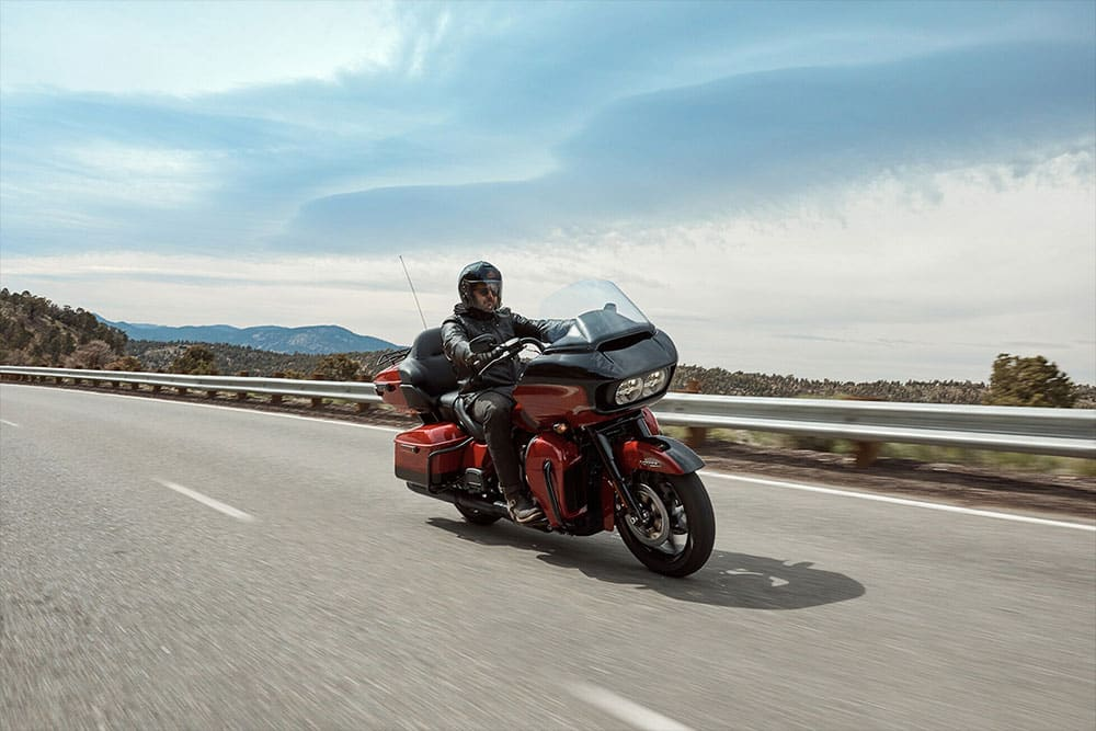 harley-davidson-touring-road-glide-limited_feature3